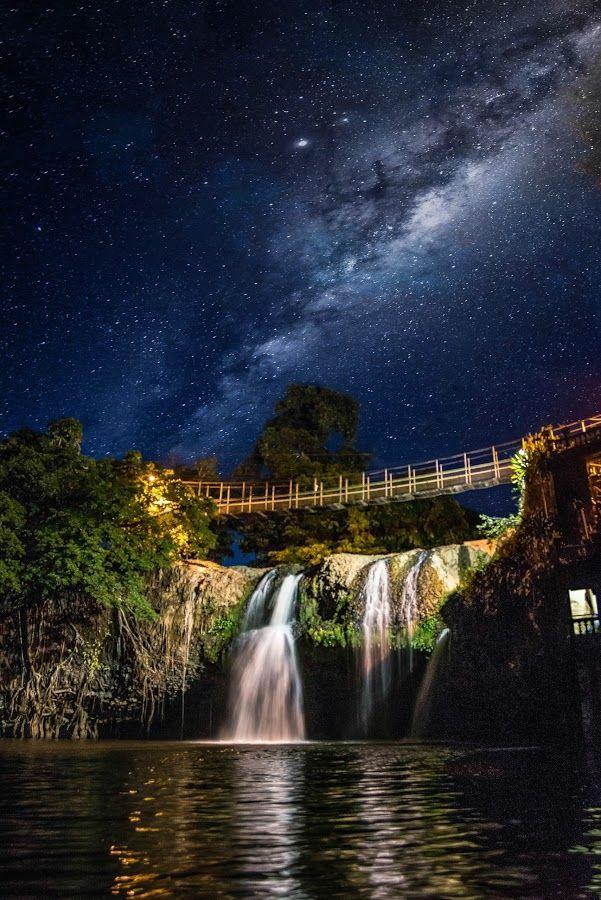 Milky way over Paronella park