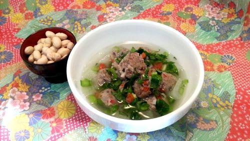 節分いわしのつみれ団子を野菜たっぷりのスープに。 柔らかいいわしのつみれ団子は、食べやすい柔らかさです。 犬用にショウガを入れていなませんので、いわしの匂いがしますが、 食...
