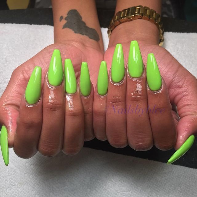 Lime green coffin nails ✨|| To see more follow @Kiki&Slim https://www.facebook.com/shorthaircutstyles/posts/1762374564052983