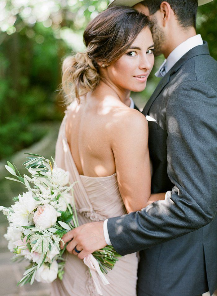 Simple Modern Romantic Spanish Wedding on Style Me Pretty Blog RENT MY DUST Vintage