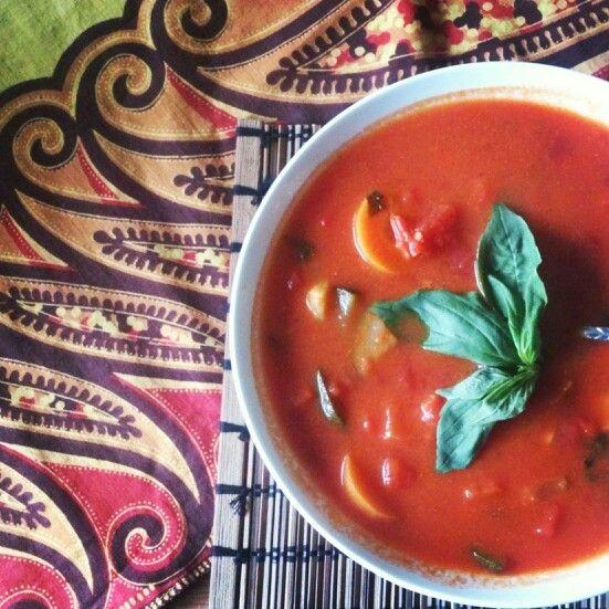 Nog een favoriet: Italiaanse tomaten-groentesoep met room en verse basilicum :)