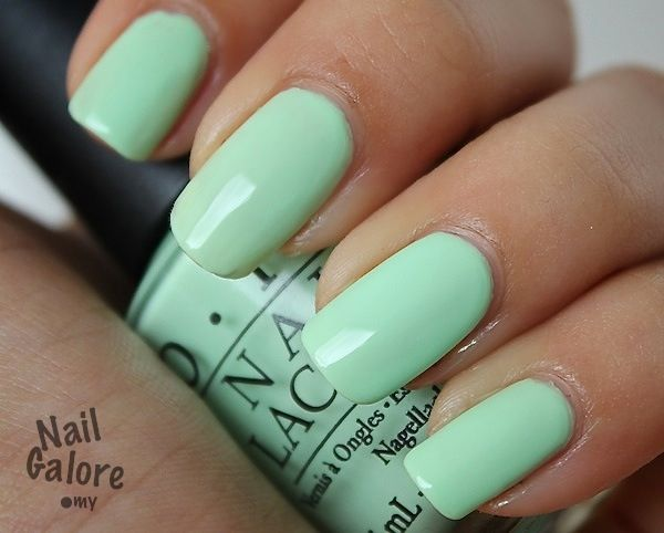Such smooth, flawless color. I love the mint green! Makes me feel like summer.