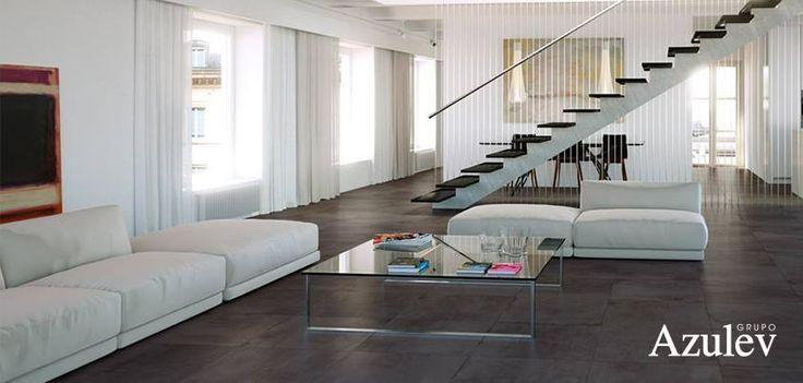 Los sofás de grandes dimensiones son una excelente propuesta en espacios amplios. Coloca algunos poufs adicionales y una mesa de centro de gran tamaño, a la que puedas llegar desde todos los puntos del sofá. Además, si creas un ambiente en blanco y madera, ¡la calidez y la luminosidad están garantizadas!  #consejos #trucos #ideas #decoración