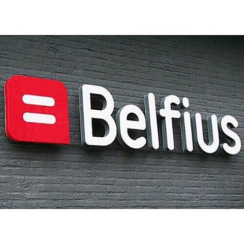 While they are a big part of the news right now, it is time for a #tbt to when we helped Dexia became Belfius in 2012! ⚖️📈 \\Work done for the Belgian Bank Belfius  #brandsetter #brandidentity #branding #wecreate #wecare #wedo #graphism #graphicdesign #privatisation #stock #stockmarket #stockexchange #government #logo #guidelines #strategy #infographic #balance #account #belgium #bank #belgianbank