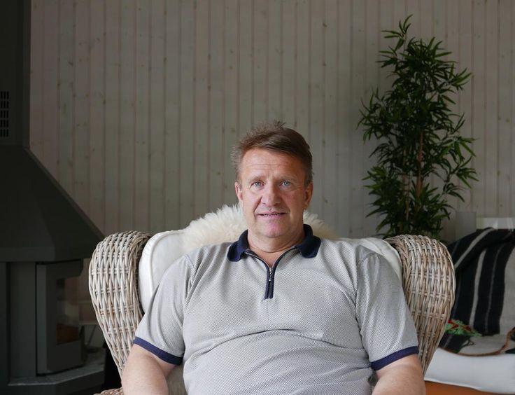 Tomas Jonsson, en av Sveriges bästa hockeyspelare. Hör honom berätta om sitt hockeyliv och MM: http://www.dalfolk.nu