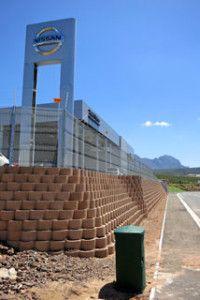 A space maximising boundary retaining wall