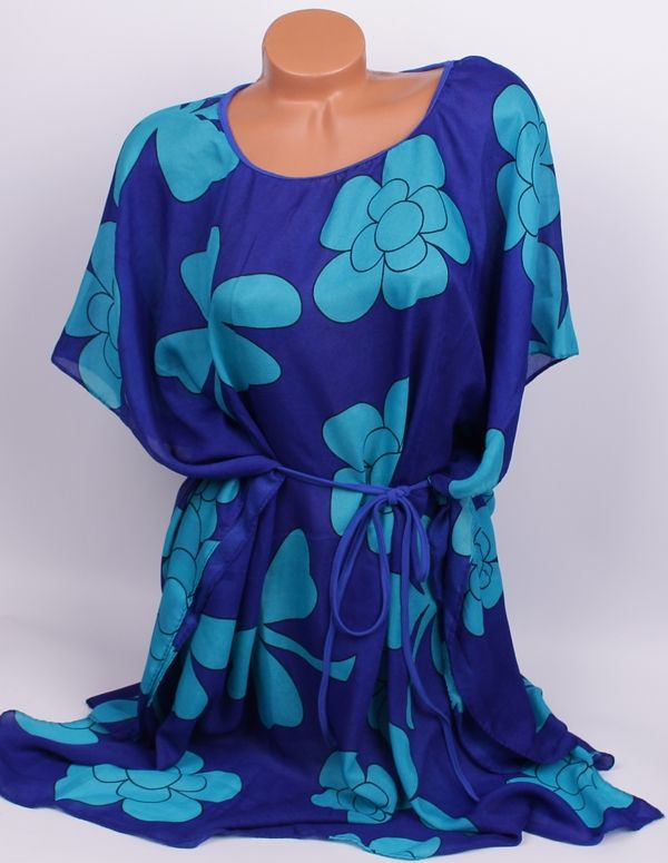 Плажна туника в два тона синьо Ефектна дамска плажна туника с тъмносиня основа и големи светлосини цветя. Туниката е свободно падаща