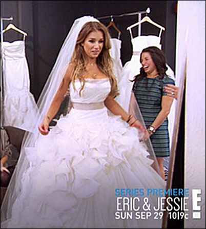 "Country singer Jessie James Decker showed her wedding dress on E! reality show ""Eric & Jessie: Game On"". (Bridal Gown: Vera Wang via Anna Bé 