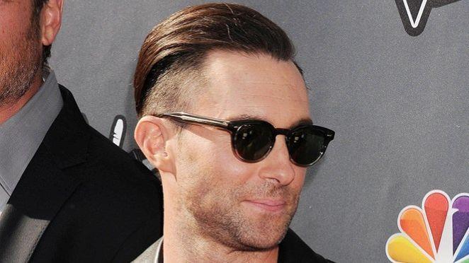 Adam Levine şi-a schimbat look-ul