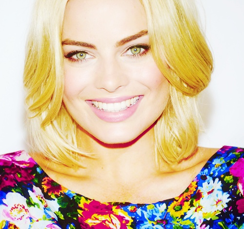 Margot Robbie - 1990 Australian actress, her role on the soap opera Neighbors earned her two Logie award nominations.  Watch this space for up coming movie events.
