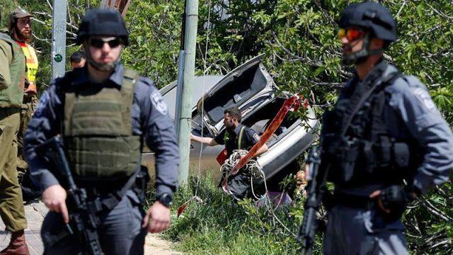 1 tentara Israel tewas dihajar mobil  Serangan mobil terjadi di pemukiman Israel di Ofra Tepi Barat (AlJazeera).  Seorang pria Palestina ditembak pada Kamis (6/4) setelah melakukan serangan mobil-di dekat pemukiman Tepi Barat. Insiden itu menewaskan seorang tentara Israel dan melukai yang beberapa lainnya. Sopir diidentifikasi sebagai Ahmad Moussa Hamed (23). Ia menabrak dua tentara Israel di belakang penghalang beton dekat halte bus di luar pemukiman Ofra dekat Ramallah. Elichai Taherlev…