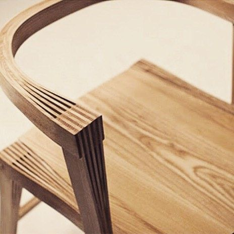 Beautiful fine finger joints by Samwoong Lee. #woodwork #samwoonglee #chair #plywood #fingerjoint