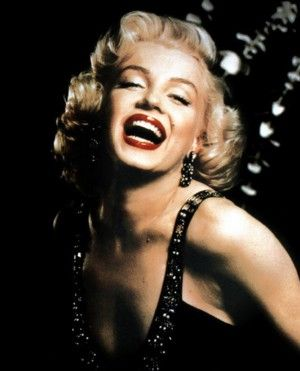 marilyn monroe - Who smiles like that?? Can you picture yourself doing this?The poor girl must have worn herself out!