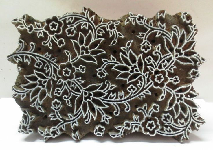 INDIAN WOODEN HAND CARVED TEXTILE PRINTING ON FABRIC BLOCK / STAMP FLORAL PATTERN.   NICE COLLECTIBLE ITEM.  LOOK AT THE PHOTOGRAPHS FOR DETAILS AND CONDITION.  SIZE:- 19.5 X 13 X 8.5 CMS  WEIGHT:- 517 GRAMS