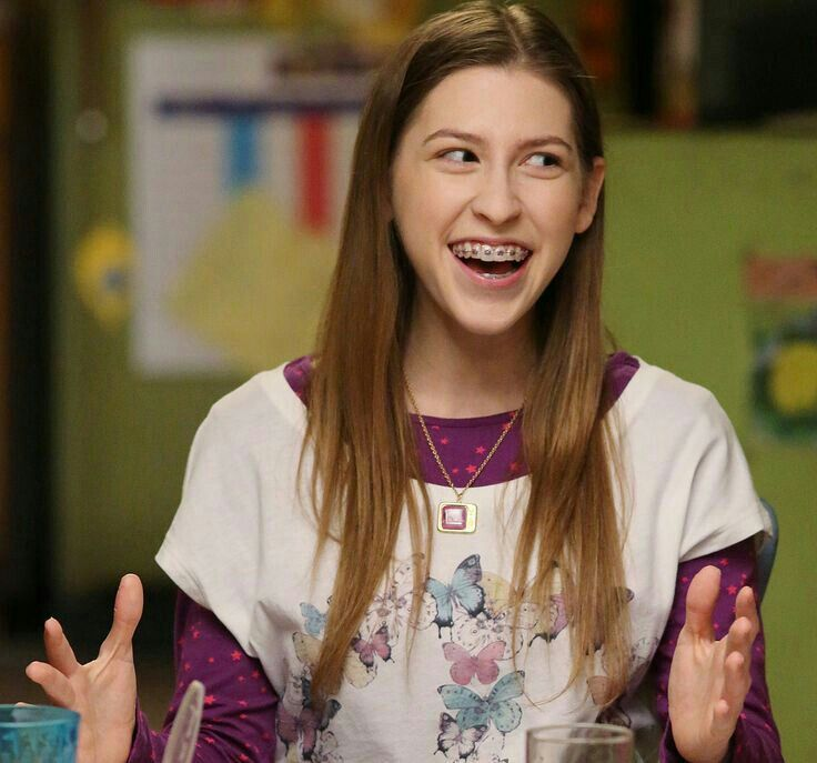 Eden Sher as Sue Heck in The Middle  Bahah I loveeee herrrr😂😂😂❤️
