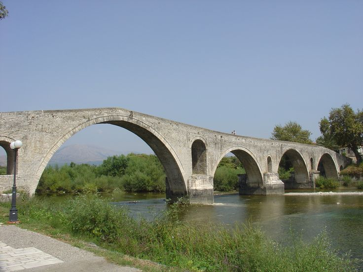 Jeziora i rzeki Grecji: Most w Arcie nad rzeką Arachtos