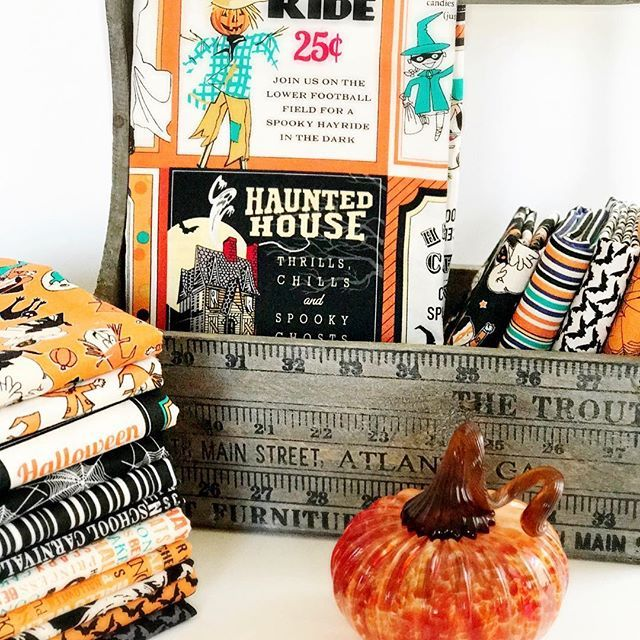 Boo! Excited to be working with this cute Halloween fabric called Trick or Treat by Carta Bella for @pennyrosefabrics ! Even more excited because this means it will be Fall soon 🎃🎃🎃! #pennyrosefabrics #rileyblakedesigns #trickortreatfabric #halloween #halloweenfabric #handmade #fabric