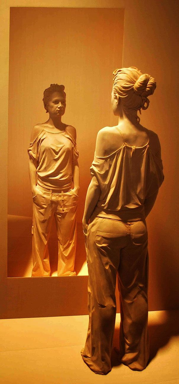 peter demetz- life-like-realistic-wooden-sculptures-peter-demetz-2
