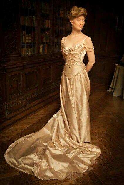 Mia Wasikowski as Edith Cushing in Crimson Peak. Gorgeous period costumes by Kate Hawley.