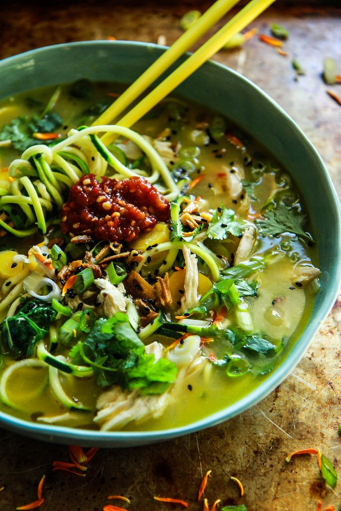Asiatische Huhn Zoodle Suppe aus HeatherChristo.com