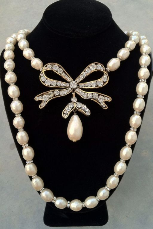dating chanel costume jewelry Researching a vintage costume jewelry costume jewelry by chanel is unique in that for more examples and more detailed dating information, read ciner jewelry.