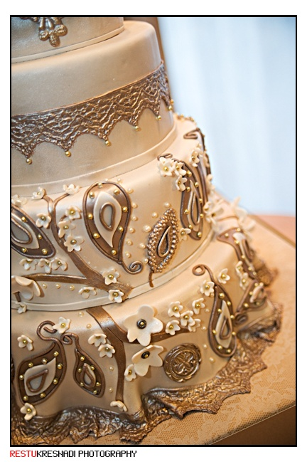 Wow. Rose gold cake. i have high standards for cakes, so the fact im repinning this is impressive.