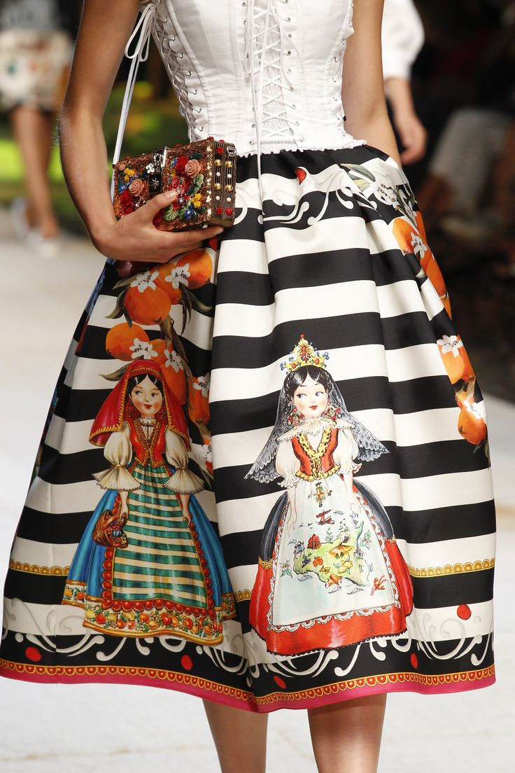 http://www.vogue.com/fashion-shows/spring-2017-ready-to-wear/dolce-gabbana/slideshow/details