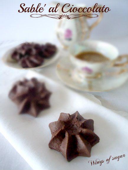 Sablè al cioccolato, ricetta biscotti al cioccolato- perfetti per l'ora del tè e deliziosi a colazione con una tazza di latte. ricetta wings of sugar blog