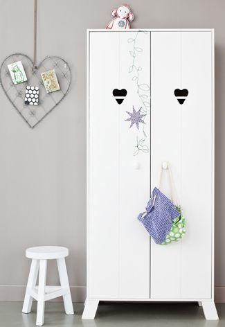 Witte #kledingkast met hartjes in de deur voor de #kinderkamer | White #wardrobe with hearts in the door for the #kidsroom