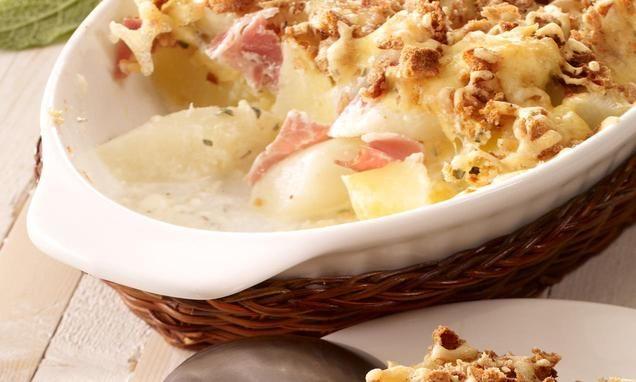 Spargel-Kartoffel-Auflauf mit Schinken und knuspriger Knäckebrot-Käseschicht