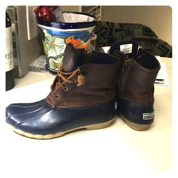Sperry 'Saltwater' Duck boot, size 6, navy These Sperry Saltwater duck boots are in great shape. They a navy with dark brown leather, size 6. Sperry Top-Sider Shoes Winter & Rain Boots
