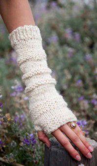 Femme Fingerless Mitts FREE! #knitting pattern