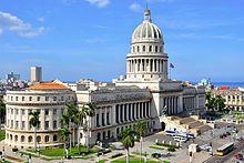 Capitólio de Havana, sede da Assembleia Nacional do Poder Popular | Cuba é uma república socialista. É um estado centralizado, organizado segundo o modelo marxista-leninista.O Partido Comunista Cubano é o único partido político oficial