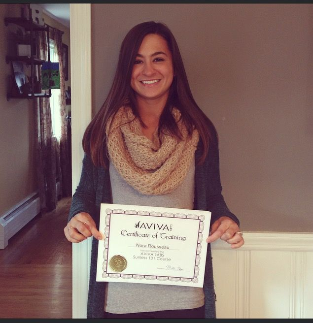 Elise Maddox with her Aviva Labs Sunless 101 Spray Tan Training - training certificate