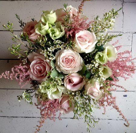 rózsaszín mezei csokor, rózsa, liziantusz, astilbe, wax (20 szál)