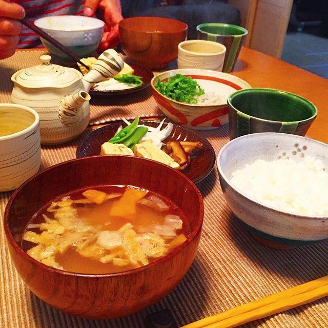 yoooko_kiriしあわせ朝ごはん。 久しぶりの白米は納豆と釜揚げしらす&大葉で堪能。  やっぱり米がいちばん〜 ふたりともおかわり。←ダイエット放棄  お味噌汁とごはんの位置間違えた…  #朝ごはん#おうちごはん#ふたりごはん#和朝食#暮らし#しあわせ#breakfast#instafood#foodstagram#foodpics#lifestyle