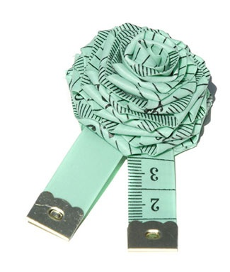 TO DO: Create a tape measure brooch. Love this aqua measuring tape! @lisaotto where do you buy these in cool colors? I have only seen them in school bus yellow and orange.