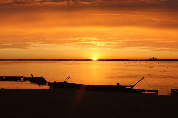 Atardecer en ciudad de Corrientes, Argentina.