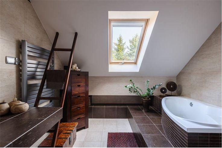 W jaki sposób urządzić niewielką łazienkę? Zainspiruj się tą, pięknie urządzoną i przemyślaną. Odnajdziemy ją w Jasienicy.