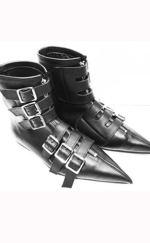 c0dbc239dce1 The Gothic Shoe Company 6 Buckle Pikes Gorgeous pair of trad goth boots  from The Gothic Shoe Company! These beautiful pikes have been handcrafted  in the UK ...