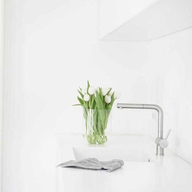 Hier Ist Der Frühling Schon Eingezogen: Weiße Tulpen In Der Weißen Küche.  #flowerpower