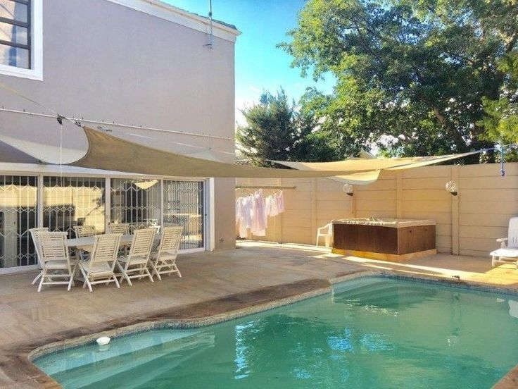 Parow-North: 6Bed/4Bath!Massive INDOOR SPACE+Movie-room,Gym,2 Living Rooms/Mod-Kitchen+Long Counter