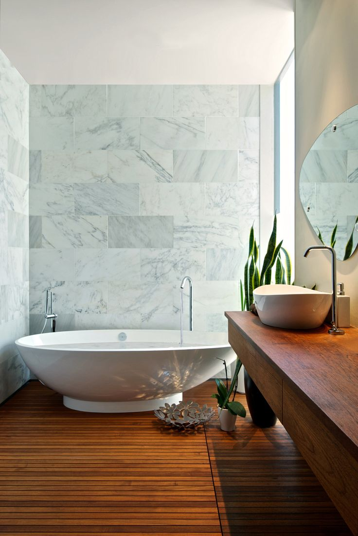 The Napoli bath and Amalfi 55 basin are incorporated perfectly in this beautiful design. The contrast of the wood with the Carrera marble makes the space feel elegant and luxurious.