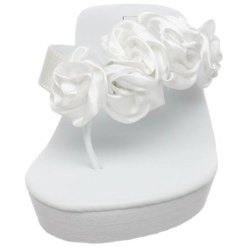 Dressy White Flip Flops - Summer Fun!  http://www.squidoo.com/white-flip-flops
