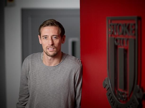 Stoke City have announced that striker Peter Crouch has signed a new contract until 2018. Crouchs contract at the Britannia  Source