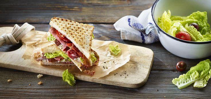 Sándwich César con rosbif