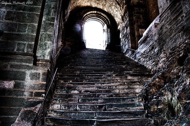 Sacra di San Michele: scalinate by Stefano Pertusati, via Flickr