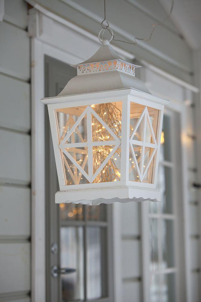 White Christmas lantern ~ lovingly repinned by www.skipperwoodhome.co.uk