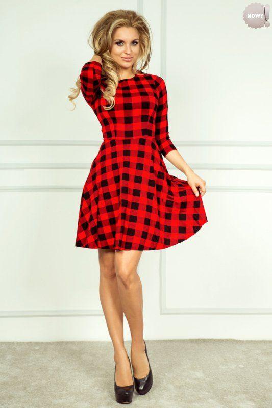 Sukienka w kratę z rozkloszowanym dołem i rękawami 3/4. #sukienka #krótka #elegancka #krata #kloszowana #czerń #czerwień #kobieta #moda #trendy