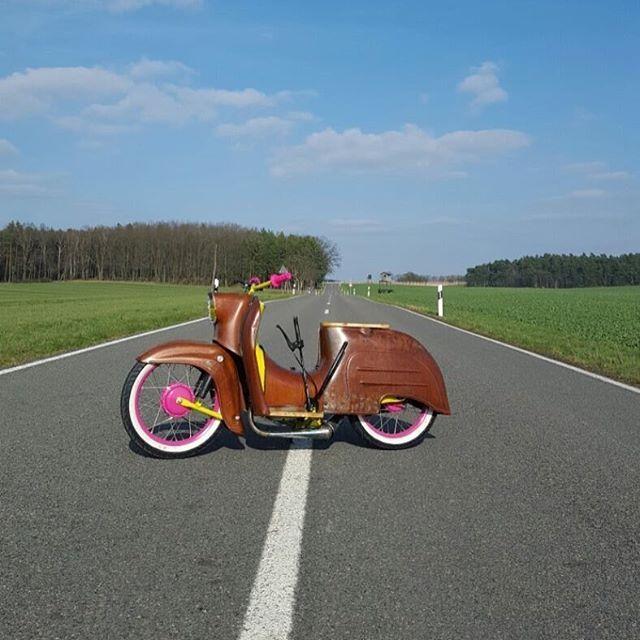 Wir und die @ncd_crew_ wünschen einen guten Start ins Wochenende! ✌️ #bavariancustomcrew #miasancustom #bcc #custom #custombike #twins #custommade #custombuilt #simson #schwalbe #kr51 #ddr #ostalgie #ostblech #old #oldtimer #oldschool #vintage #retro #potd #picoftheday #ratte #ridetilldeath #ridewithstyle #edel #bikeporn #ratte #ratstyle #low